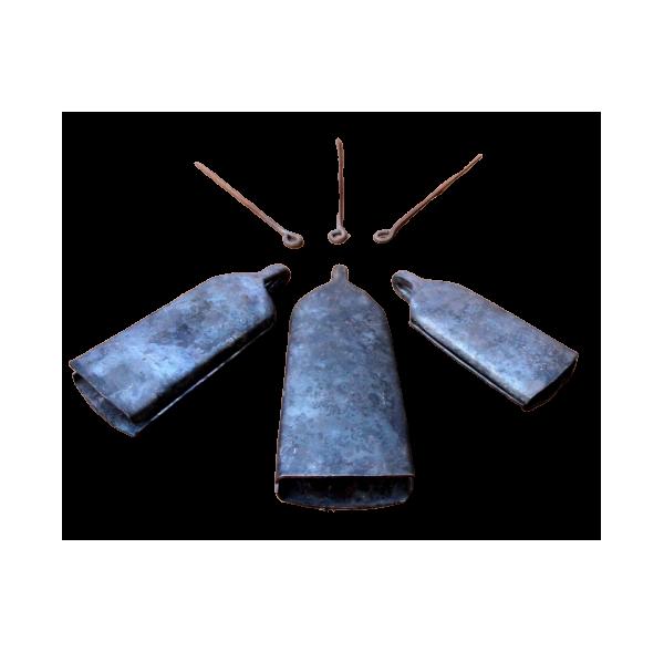 Cloche plate de dun en fer forgé style HAMANA grande taille - lot de 3 + baguette en métal
